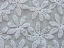 与花的美丽的白色织品 库存照片