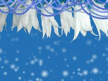 与花的蓝色背景 免版税库存照片