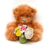 与花的蓬松玩具熊 免版税库存照片