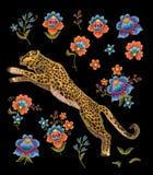 与花的豹子 传染媒介纺织品设计的刺绣补丁 免版税库存图片