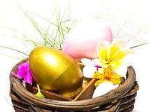 金黄和桃红色复活节彩蛋 图库摄影