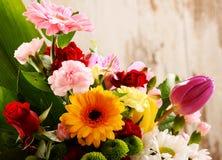 与花花束的构成  免版税库存照片