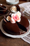 黑暗的巧克力蛋糕 免版税图库摄影