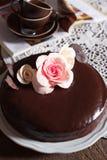 黑暗的巧克力蛋糕 库存照片