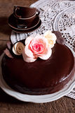 黑暗的巧克力蛋糕 免版税库存照片