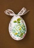 与花题材的被绘的复活节彩蛋 库存照片