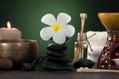 与芳香疗法的热带赤素馨花温泉健康治疗和 免版税库存图片