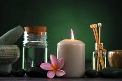 与芳香疗法的热带赤素馨花温泉健康治疗和 免版税库存照片