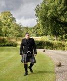 与苏格兰男用短裙的Higlander 免版税图库摄影