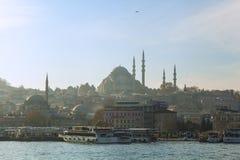 与苏莱曼尼耶清真寺的Istambul地平线 库存图片