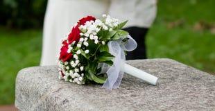 与英国兰开斯特家族族徽的婚礼花束 免版税库存照片