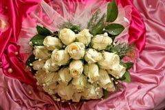 与英国兰开斯特家族族徽的新娘花束 库存照片
