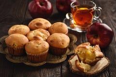 与苹果充塞的自创松饼 免版税库存照片