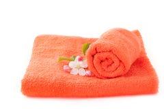 与苹果花的两块橙色毛巾 免版税库存图片