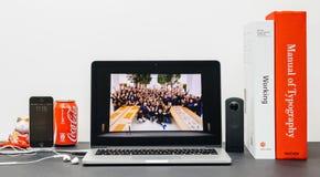 与苹果计算机零售院长reta的安格拉Ahrendts的苹果计算机基调 免版税库存照片