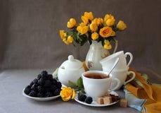 与茶具的静物画 免版税库存照片