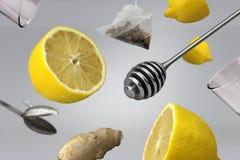 与茶和姜概念的健康柠檬 图库摄影