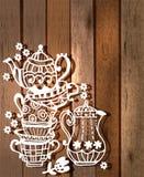 与茶壶和瓶子的茶杯背景 库存图片
