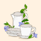 与茶壶的逗人喜爱的海报和荔枝螺杯子和花  免版税库存图片