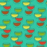 与茶的无缝的样式在绿松石背景围住的玻璃双 免版税库存图片