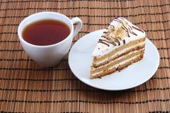与茶的甜蛋糕 免版税库存图片