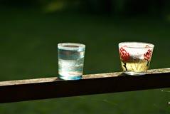 与茶蜡烛的春天光 库存图片