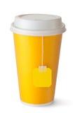 与茶袋的外卖茶杯 免版税库存图片