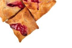 与草莓和樱桃果酱fillin的自创蛋糕油酥点心 库存照片
