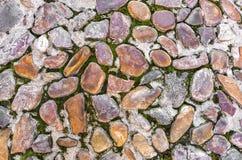 与草-无缝的背景的石块 免版税库存图片