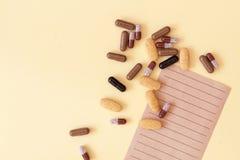 与药片、药物和药剂的医疗处方 免版税库存图片