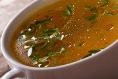 与荷兰芹宏指令的鲜美肉汤 水平 库存照片