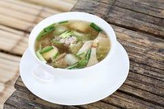 与菜、猪肉和豆腐的味淡的汤 库存图片
