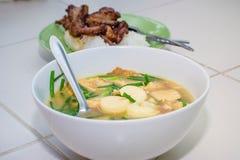 与菜、豆腐和猪肉的味淡的汤 库存图片