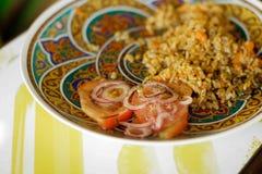 与菜和肉的米在一块精密板材 库存照片
