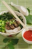 与菜和肉的米线汤 泰国食物概念 库存图片