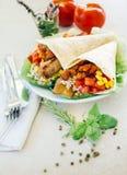 与菜和草本的玉米粉薄烙饼 图库摄影
