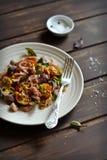 与菜和金枪鱼的沙拉 库存图片
