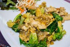 与菜和鸡的泰国样式面条 库存照片