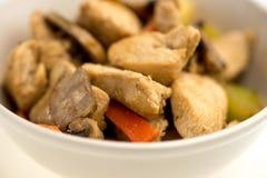 与菜的健康鸡混乱油炸物 免版税库存照片
