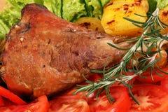 与菜的土耳其鼓槌 免版税图库摄影