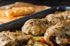 与菜的地中海鸡 库存照片