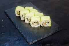 与菜的寿司卷 日本食物 36 免版税库存照片