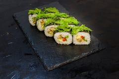 与菜的寿司卷 日本食物 38 免版税库存图片