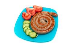 与菜的开胃油煎的香肠在板材 库存图片