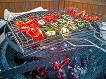 与菜的木炭格栅 库存图片