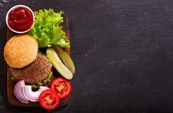 与菜的汉堡包,顶视图 库存照片