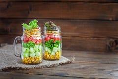 与菜的沙拉混合在桌上 健康食物,饮食, Deto 免版税图库摄影