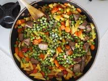 与菜的炖煮的食物 免版税库存图片