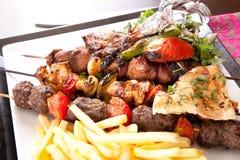 与菜的烤混合肉 免版税库存图片