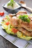 与菜的烤鸡装饰 免版税库存图片